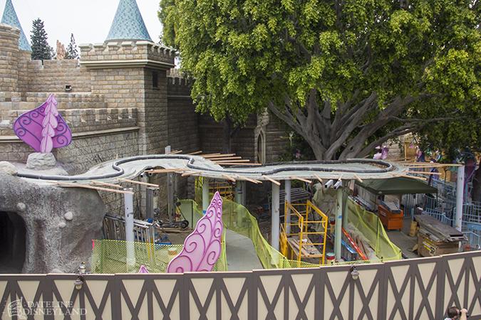 [Disneyland Park] Alice in Wonderland fermée pour mise en conformité (16 juillet au 13 août 2010 et de mi-mars au 04 juillet 2014)  - Page 2 04-28-14-IMG_0458