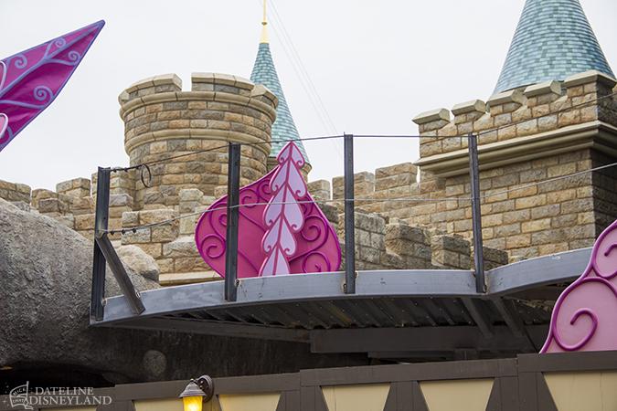 [Disneyland Park] Alice in Wonderland fermée pour mise en conformité (16 juillet au 13 août 2010 et de mi-mars au 04 juillet 2014)  - Page 2 05-26-14-IMG_5061