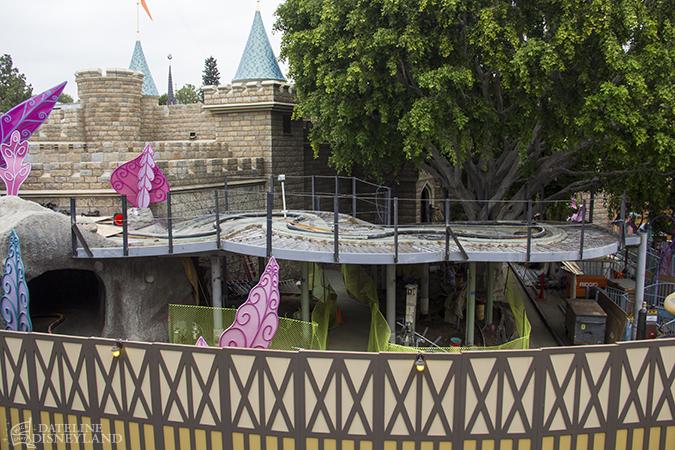 [Disneyland Park] Alice in Wonderland fermée pour mise en conformité (16 juillet au 13 août 2010 et de mi-mars au 04 juillet 2014)  - Page 2 05-26-14-IMG_5153