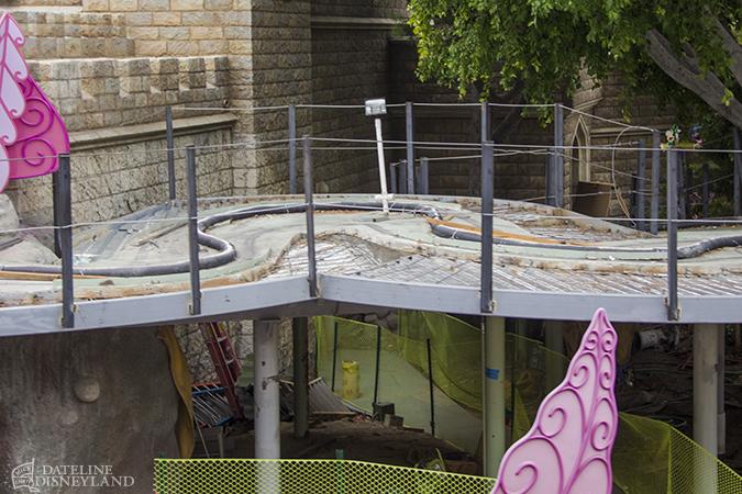 [Disneyland Park] Alice in Wonderland fermée pour mise en conformité (16 juillet au 13 août 2010 et de mi-mars au 04 juillet 2014)  - Page 2 05-26-14-IMG_5154