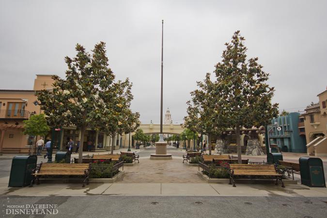 [Disney California Adventure] Placemaking: Pixar Pier, Buena Vista Street, Hollywood Land, Condor Flats - Page 17 06-11-12-IMG_3192