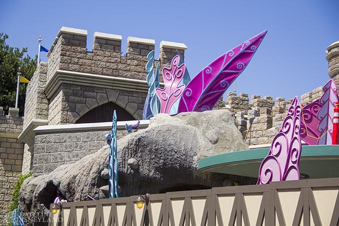 [Disneyland Park] Alice in Wonderland fermée pour mise en conformité (16 juillet au 13 août 2010 et de mi-mars au 04 juillet 2014)  - Page 2 06-23-14-IMG_9661