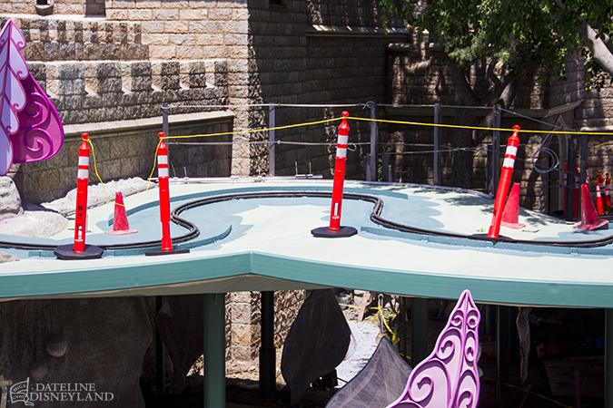 [Disneyland Park] Alice in Wonderland fermée pour mise en conformité (16 juillet au 13 août 2010 et de mi-mars au 04 juillet 2014)  - Page 2 06-23-14-IMG_9740