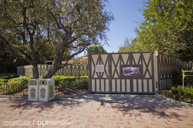 [Disneyland Park] Nouveautés à Fantasyland: Fantasy Faire (12 mars 2013) et Mickey and the Magical Map (25 mai 2013) - Page 3 08-27-12-IMG_4144
