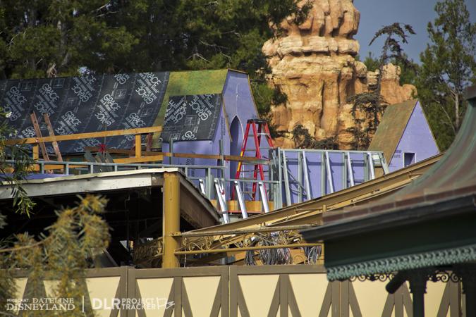 [Disneyland Park] Nouveautés à Fantasyland: Fantasy Faire (12 mars 2013) et Mickey and the Magical Map (25 mai 2013) - Page 3 11-05-12-IMG_0084