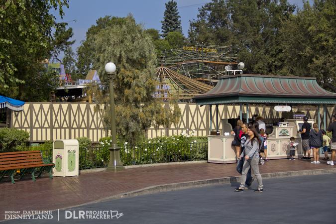 [Disneyland Park] Nouveautés à Fantasyland: Fantasy Faire (12 mars 2013) et Mickey and the Magical Map (25 mai 2013) - Page 3 11-05-12-IMG_0105