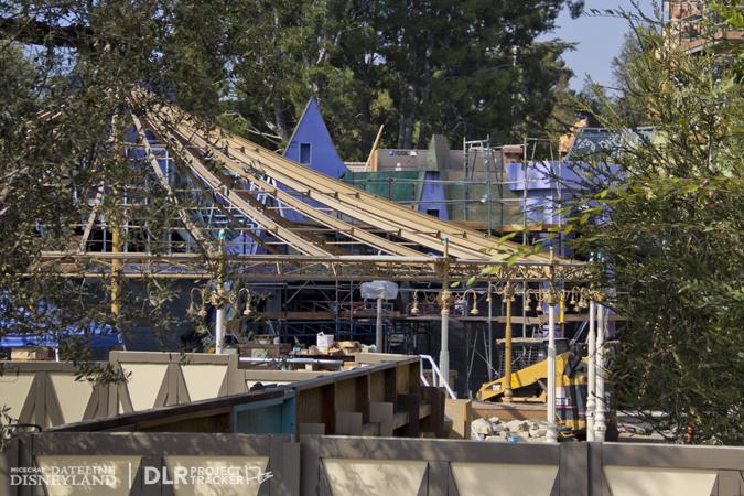 [Disneyland Park] Nouveautés à Fantasyland: Fantasy Faire (12 mars 2013) et Mickey and the Magical Map (25 mai 2013) - Page 3 11-05-12-IMG_0634