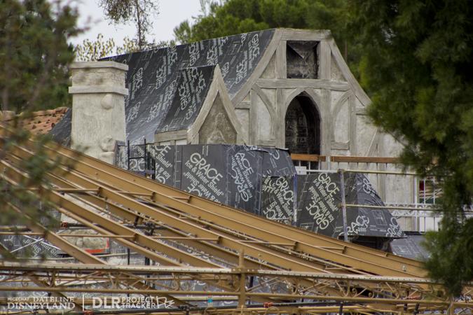 [Disneyland Park] Nouveautés à Fantasyland: Fantasy Faire (12 mars 2013) et Mickey and the Magical Map (25 mai 2013) - Page 3 12-17-12-IMG_8716