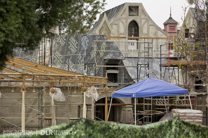 [Disneyland Park] Nouveautés à Fantasyland: Fantasy Faire (12 mars 2013) et Mickey and the Magical Map (25 mai 2013) - Page 3 12-17-12-IMG_8781