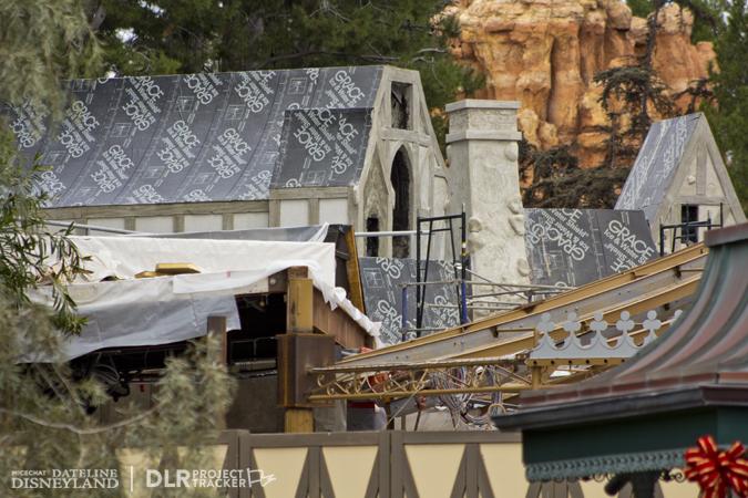 [Disneyland Park] Nouveautés à Fantasyland: Fantasy Faire (12 mars 2013) et Mickey and the Magical Map (25 mai 2013) - Page 3 12-17-12-IMG_8794