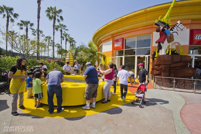 [Walt Disney World et Disneyland Resorts] Ouverture des nouveaux Lego Imagination Centers (2011 et 2012) IMG_1917
