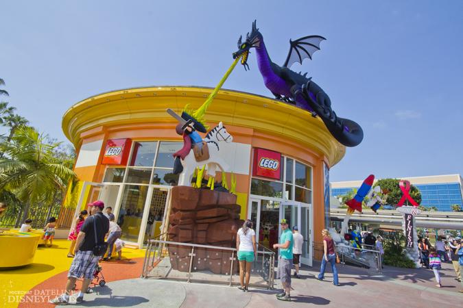 [Walt Disney World et Disneyland Resorts] Ouverture des nouveaux Lego Imagination Centers (2011 et 2012) IMG_1925