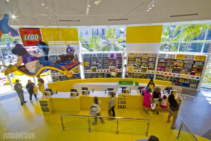 [Walt Disney World et Disneyland Resorts] Ouverture des nouveaux Lego Imagination Centers (2011 et 2012) IMG_2037