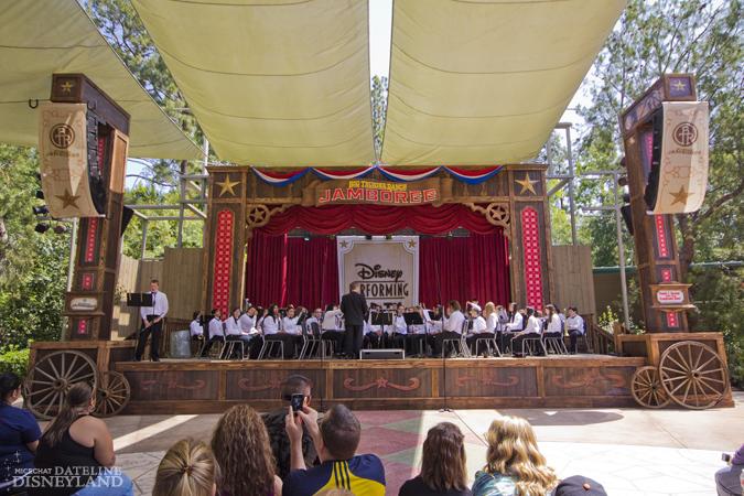 [Disneyland Park] Big Thunder Ranch Jamboree (dès le 3 mai 2012) IMG_2220