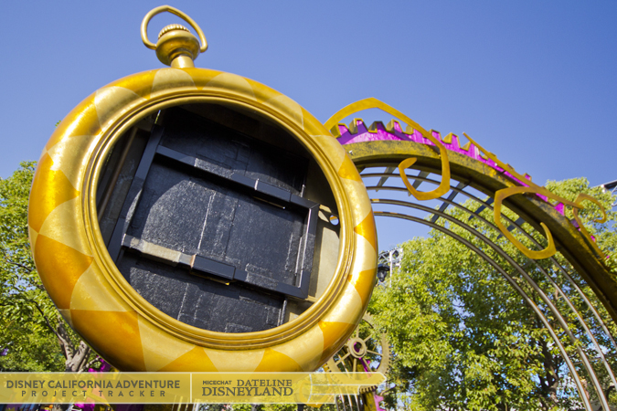 [Disney California Adventure] Mad T Party (officiellement à partir du 15 juin 2012 mais dès les 25 mai 2012) IMG_3292