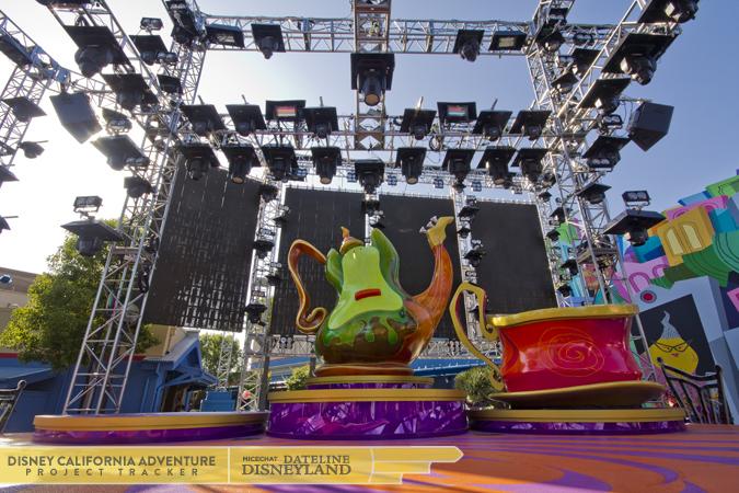 [Disney California Adventure] Mad T Party (officiellement à partir du 15 juin 2012 mais dès les 25 mai 2012) IMG_3341
