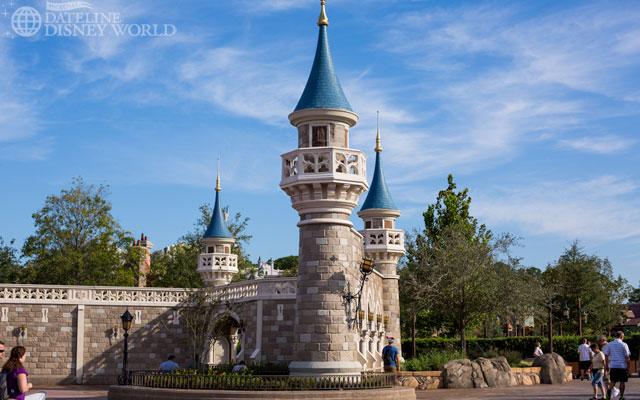 """[Magic Kingdom] New Fantasyland - Castle Courtyard, le """"vieux"""" Fantasyland (2012) DatelineDisneyWorld1010-IMG_5429"""