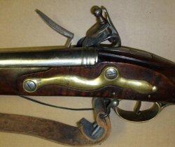 pistolet d'arçon fabrication première moitié XVIII... peut-être germanique... ou pas! KRB2_sideplate_thumb