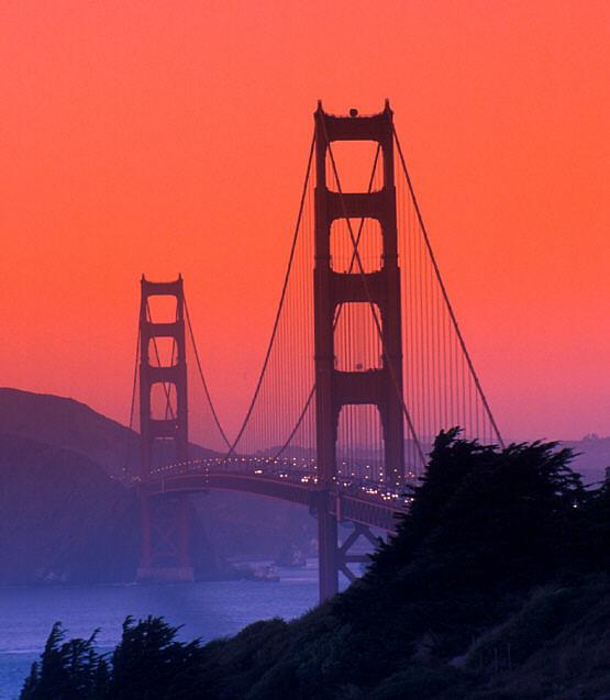جسر البوابة الذهبية في سان فرانسيسكو  GoldenGateRed