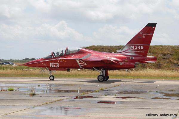 طائرة التدريب المتقدم m346 Aermacchi_m346_master