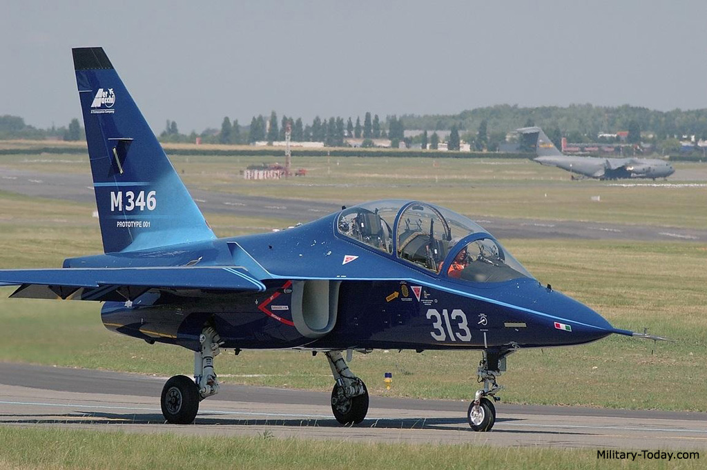 طائرة التدريب المتقدم m346 Aermacchi_m346_master_l1