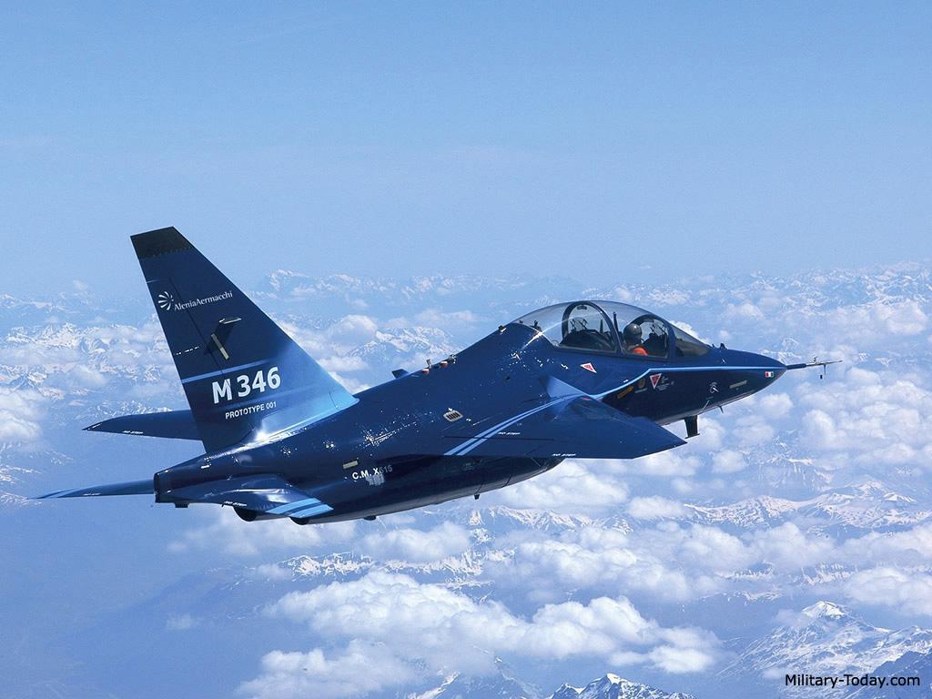 طائرة التدريب المتقدم m346 Aermacchi_m346_master_l4
