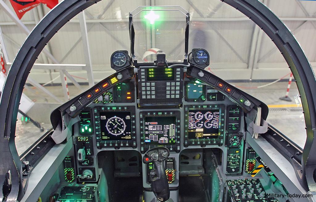 طائرة التدريب المتقدم m346 Aermacchi_m346_master_l5