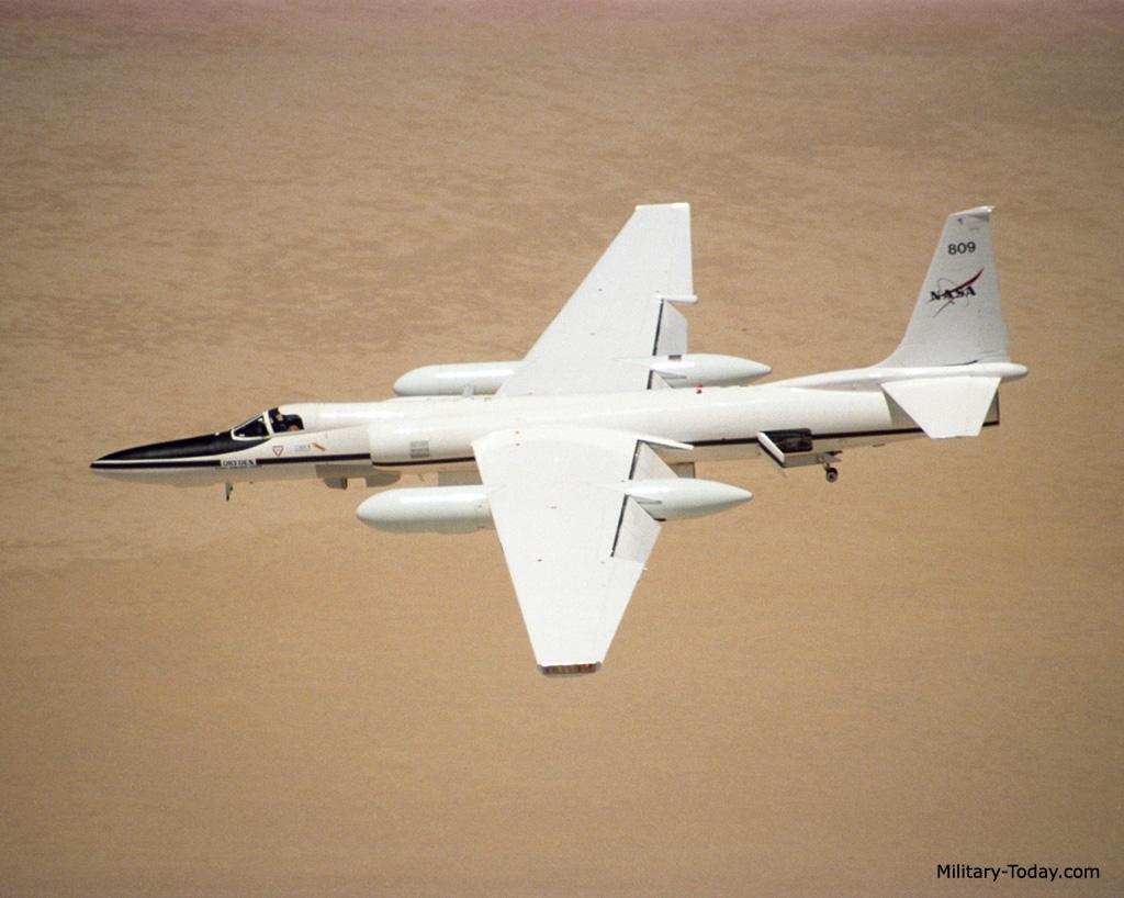 طائره الاستطلاع والتجسس الامريكيه المشهوره U-2  Lockheed_u2_l10