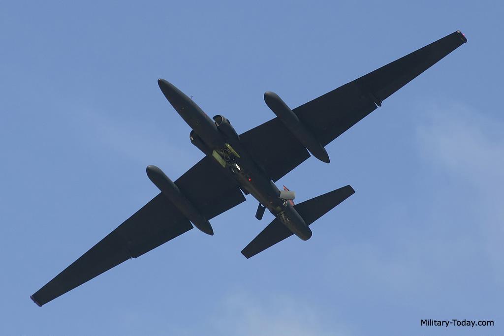 طائره الاستطلاع والتجسس الامريكيه المشهوره U-2  Lockheed_u2_l8