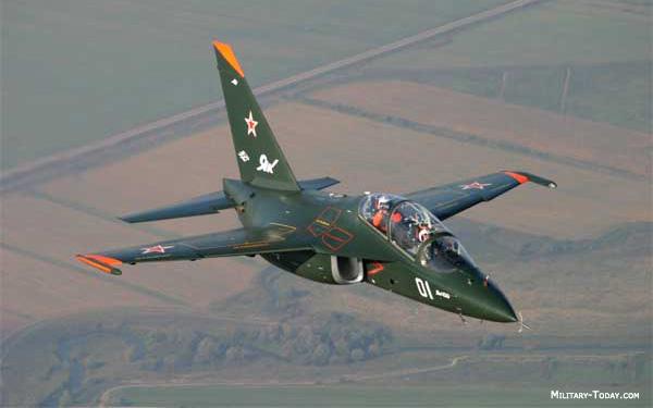 طائرة التدريب المتقدم m346 Yakovlev_yak130