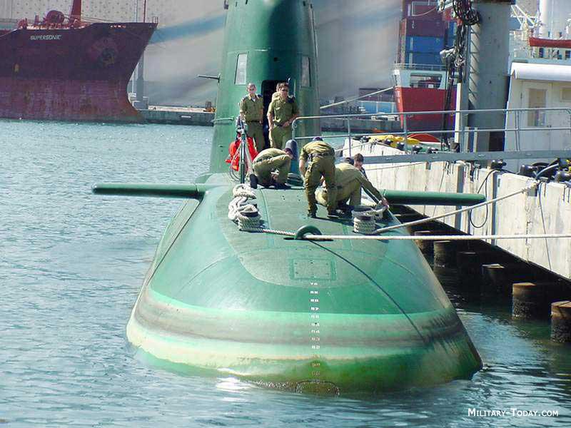 لاول مرة (القواعد الحربية الاسرائيلية) Dolphin_class_l3