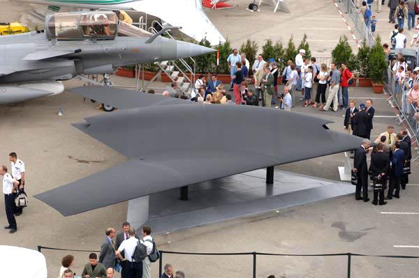 ترسانات الأسلحة للعام 2012 - صفحة 2 AIR_UAV_Neuron_Mock-up_Paris_2005_lg