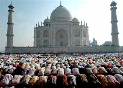 Foto islame te tjera 117_Indian-Muslims-praying-