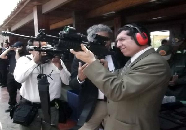 EL NUEVO FUSIL DEL EJERCITO PERUANO  Np_20110923_24