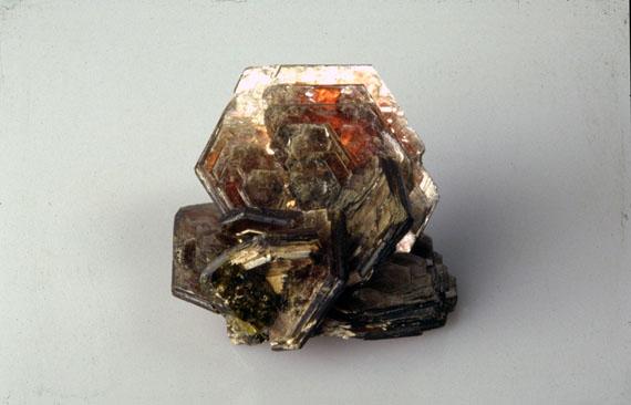 Kristali - drago i poludrago kamenje - Page 6 Muskovit