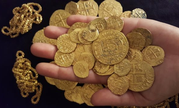 No space no time , but CH. Diver-finds-1-million-in-300-year-old-gold-coins-off-florida-coast