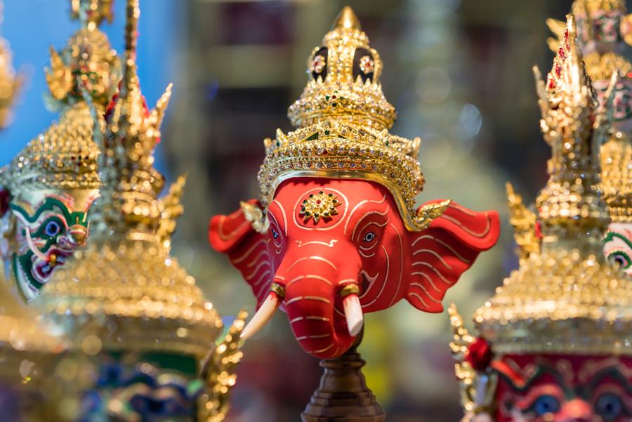 Indija - Page 2 India-elephant-gold-jewellery-figurine-900