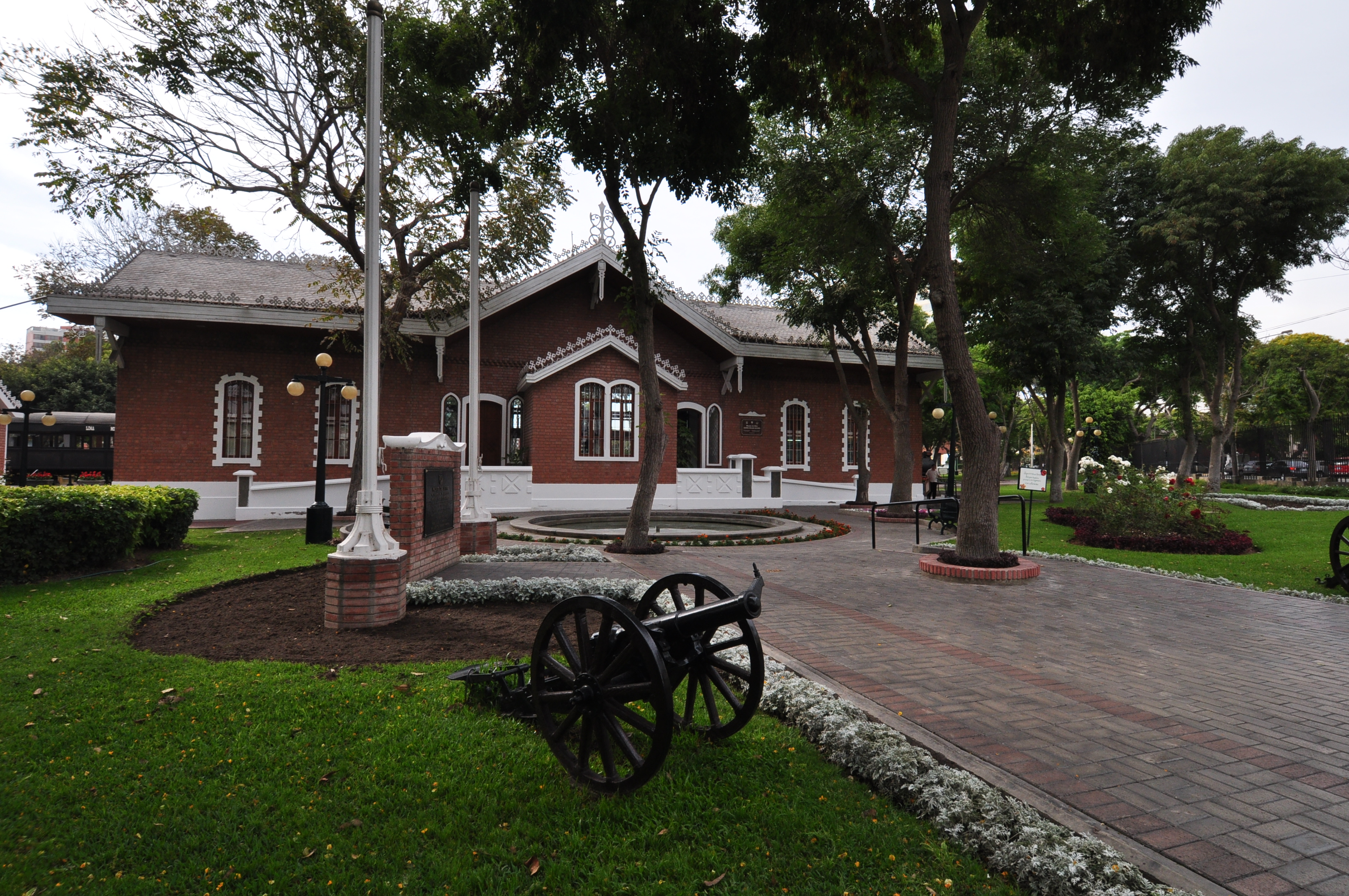 MUSEOS MILITARES, PARQUES TEMATICOS , MONUMENTOS Y LUGARES HISTÓRICOS DEL PERU  4970-650-reducto--(2)