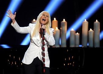 Kelly Osbourne vuelve a hablar de Christina Aguilera en su presentación en los PCA 2013. Christina-pca2013