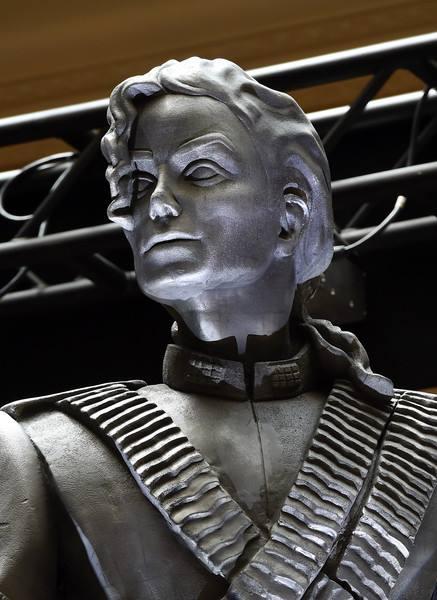 La statua HIStory di Michael Jackson inaugurata a Las Vegas 13645114_1197373393617898_743962514176418800_n