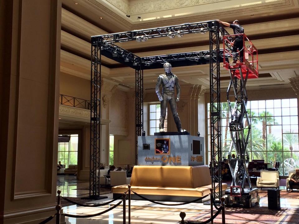 La statua HIStory di Michael Jackson inaugurata a Las Vegas HSV01