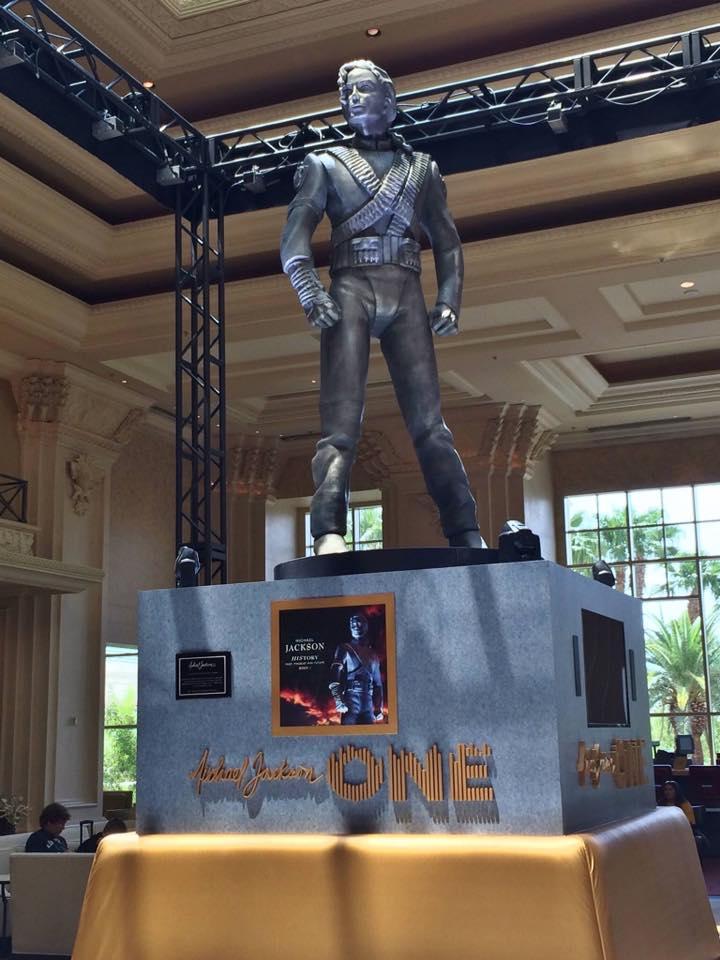 La statua HIStory di Michael Jackson inaugurata a Las Vegas HSV02