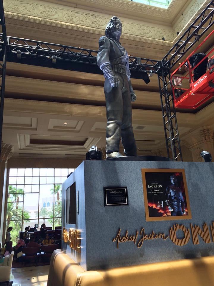 La statua HIStory di Michael Jackson inaugurata a Las Vegas HSV04