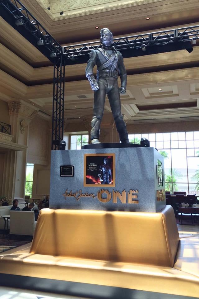 La statua HIStory di Michael Jackson inaugurata a Las Vegas HSV05
