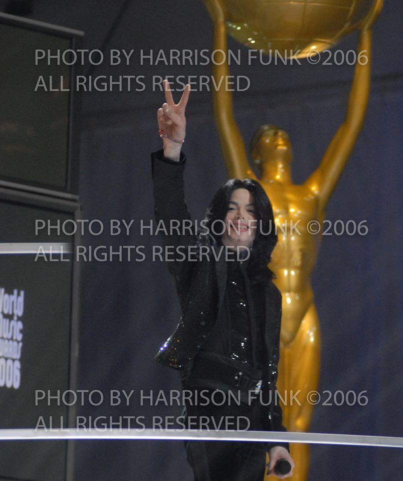 Il fotografo Harrison Funk rilascia uno speciale cofanetto da 7 foto di Michael Jackson  Harrison-Funk