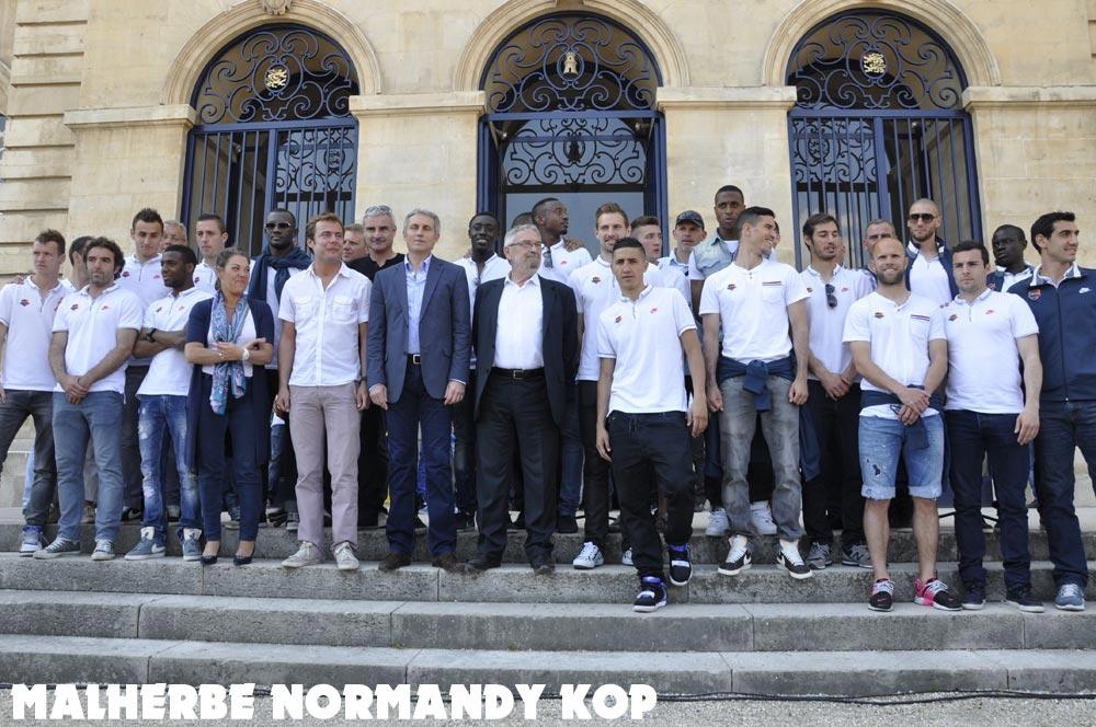 [28e journée de L2] SM Caen 1-1 Nîmes Olympique - Page 21 Mairie11_0