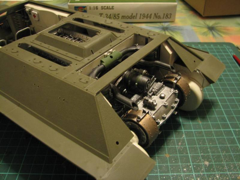 T34/85 model 1944 Factory No.183 [TRUMPETER 1:16] Img_4511