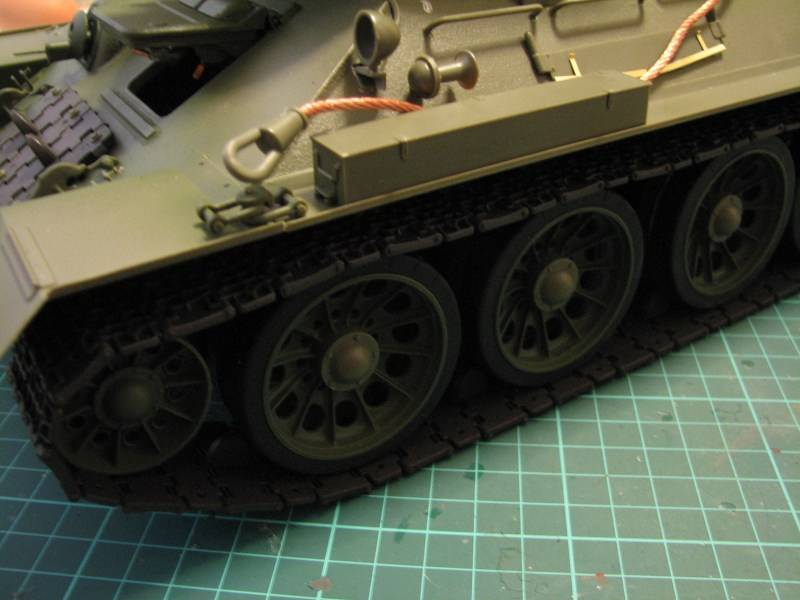 T34/85 model 1944 Factory No.183 [TRUMPETER 1:16] Img_4613