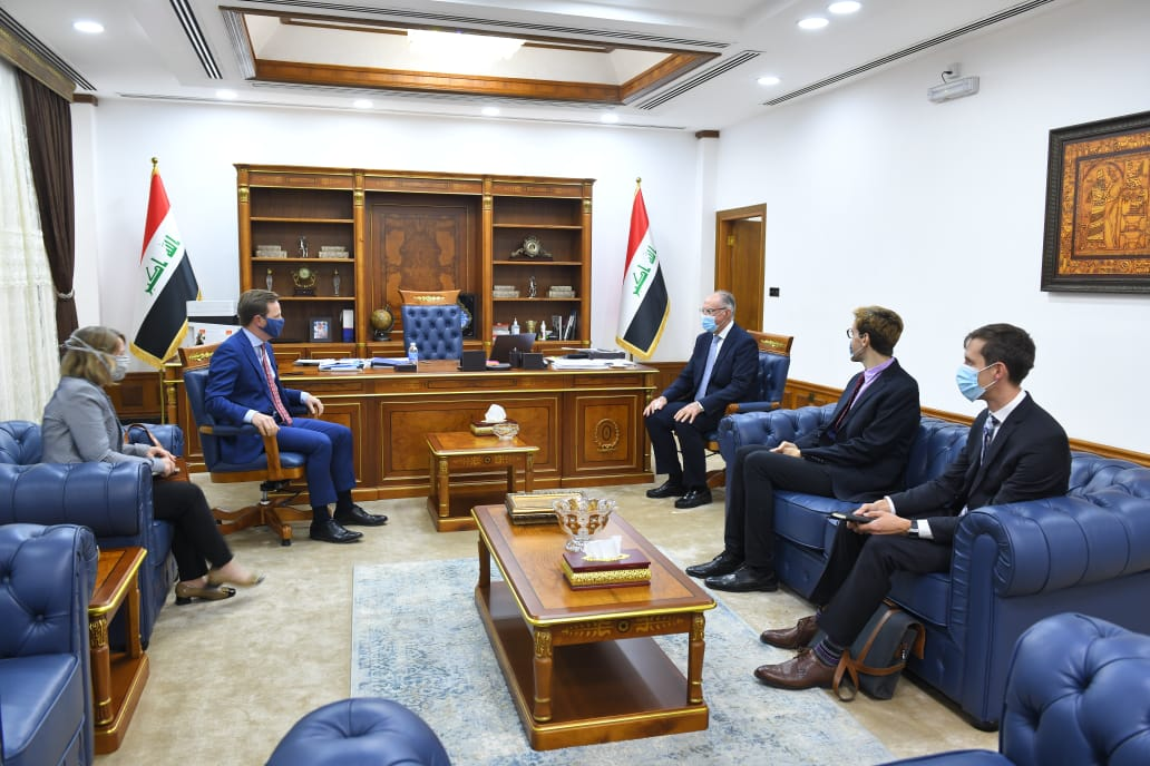 The Minister of Finance receives the British ambassador in Baghdad Index