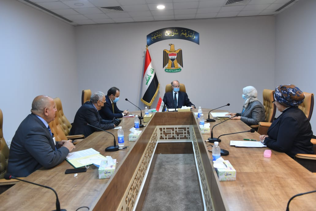 The Minister of Finance chairs a meeting of insurance company directors Index
